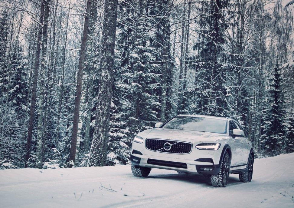 Volvo AWD hybridi neliveto